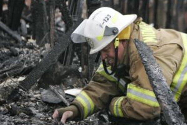 Prvý požiar vypukol v nedeľu (26.4.) okolo poludnia v katastri obce Horná Mariková.