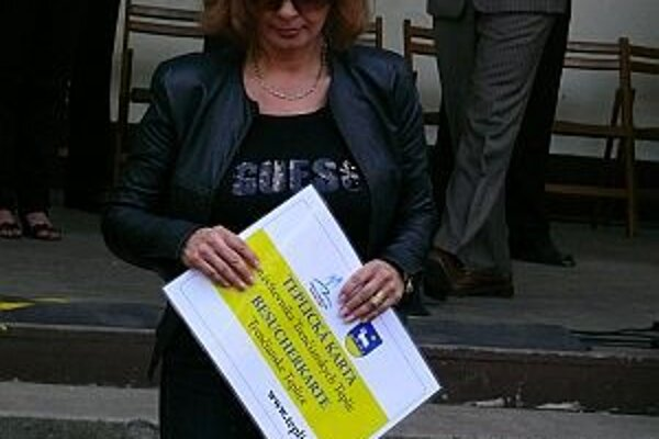 Herečka Kamila Magálová sa stala prvým držiteľom Teplickej karty.