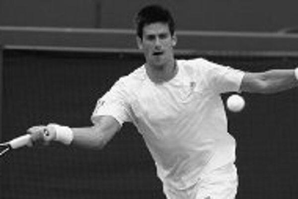 Novak Djokovič zo Srbska, zverenec slovenského trénera Mariána Vajdu, zdolal vo včerajšom osemfinále Austrálčana Hewitta v štyroch setoch a prvý raz v kariére sa na wimbledonskej tráve prebojoval do štvrťfinále.