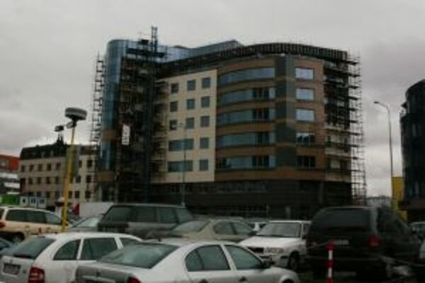 Práce na budove župy finišujú.