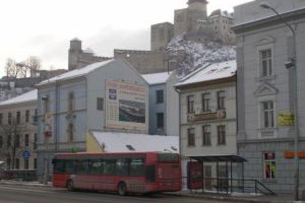 Do trenčianskych autobusov sa vrátia revízori.