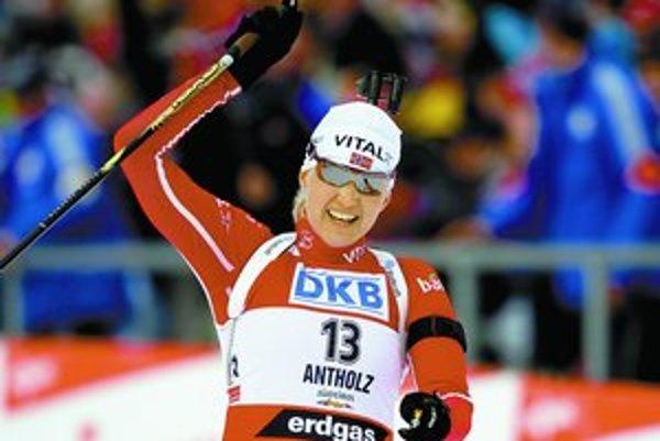 Nórka Linda Grubbenová oslavuje prvý titul majsterky sveta v individuálnych pretekoch.