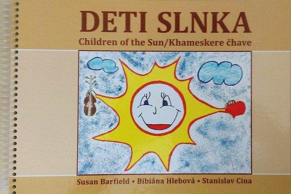 Trojjazyčná kniha Deti slnka obsahuje rozprávky v slovenskom, rómskom a anglickom jazyku. Vydali ju v Spojenej škole v Chminianskych Jakubovanoch s ilustráciami svojich žiakov.