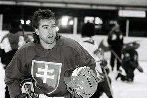 Na svetovom šampionáte si zahral prvýkrát v roku 1996. Slovensko na ňom skončilo desiate.