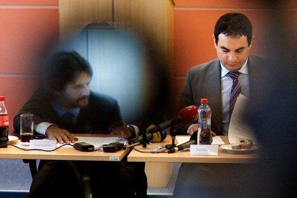 S Robertom Kaliňákom zo Smeru, s ktorým predstavil svoju rómsku reformu, si Peter Pollák prestáva rozumieť.