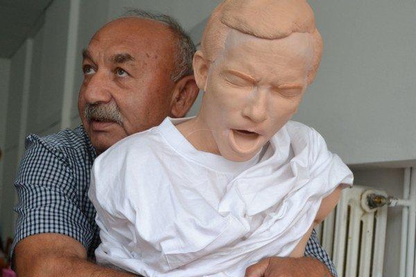 Rómovia museli absolvovať školenie prvej pomoci.