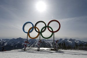 Preteky žien v behu na lyžiach na 30 kilometrov s hromadným štartom ovládli nórske reprezentantky.