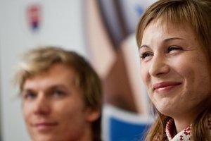 Biatlonistka Anastasia Kuzminová a zjazdový lyžiar Adam Žampa.