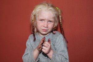 Gréci našli matku dievčatka z osadyTajomné asi päťročné blonďavé dievča, známe ako Mária má rodičov v Bulharsku.