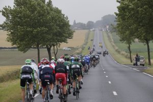 Pelotón počas šiestej etapy Tour de France.