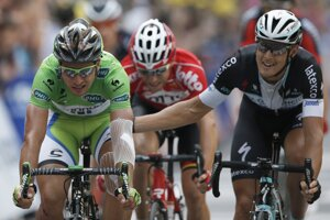 Peter Sagan (vľavo) a Matteo Trentin v cieli siedmej etapy Tour de France.