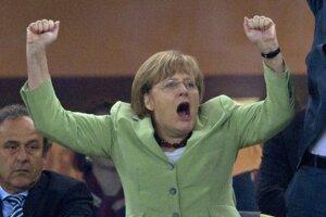 Na majstrovstvách Európy v Poľsku a na Ukrajine v roku 2012 oslavuje gól vo štvrťfinále s Gréckom.