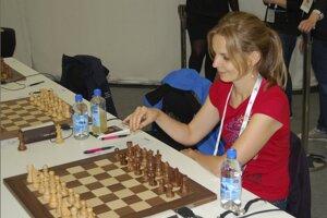 Zuzana Štočková pred partiou 1. kola na Svetovej šachovej olympiáde.