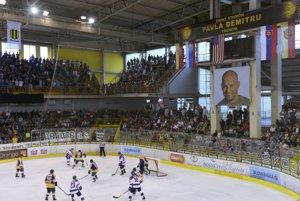 Hráči počas druhého exhibičného hokejového zápasu.