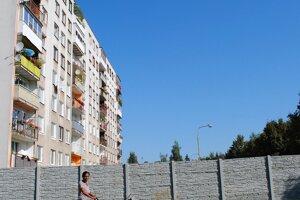 Segregačné múry a ploty na SlovenskuMúr na sídlisku Východ v Michalovciach