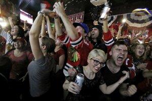 Po víťazstve Blackhawks vypukli veľké oslavy aj v uliciach Chicaga.