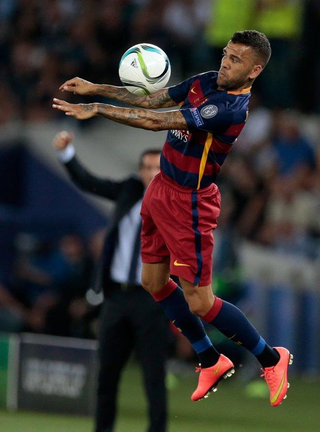 Dani Alves už v budúcej sezóne v FC Barcelona nebude.