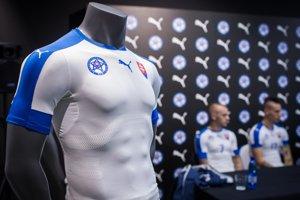Slovenská futbalová reprezentácia odohrá EURO 2016 v nových dresoch.