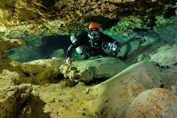 Objavovanie jaskyne Koax Baal v Mexiku.
