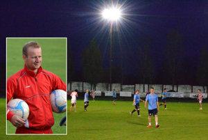 V Hornej Kráľovej už môžu trénovať pod svetlami. Postaral sa o to hráč KFC Jozef Šípka.