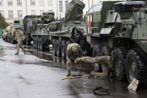 Konvoj amerických a britských vojakov sa presunie do Poľska