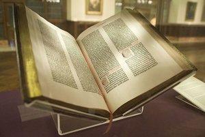 Prvá kniha zhotovená kníhtlačou - Gutenbergova Biblia.