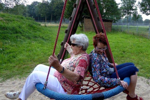 Cestovanie seniorov kladie špecifické požiadavky a potreby, na ktoré treba myslieť.