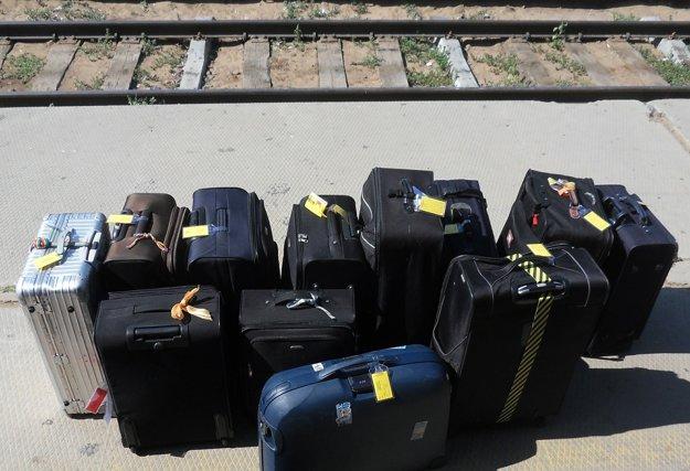 Pri cestovaní musí byť senior schopný postarať sa o vlastnú batožinu. Tašky na kolieskach budú výhodou.