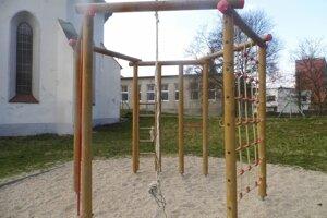 Vybavenie parku podľa primátora ničia vandali.