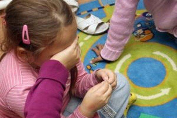 Vši môžu deťom vážne narušiť prvé chvíle v školských laviciach.