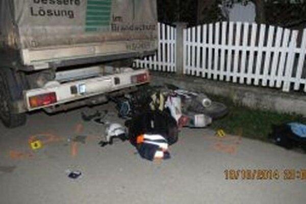 Ťažké zranenia pri nehode utrpel 36-ročný motocyklista.