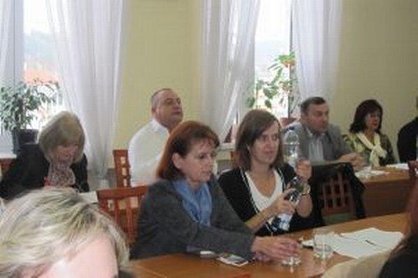 Nová riaditeľka čadčianskeho domu kultúry Ľubica Kullová (vľavo)viedla v minulosti aj Kysucké múzeum.