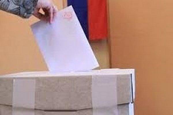 V okresnom meste Čadca, ktorá má 24 445 obyvateľov, môže dnes pristúpiť k voľbám 20 239 voličov.