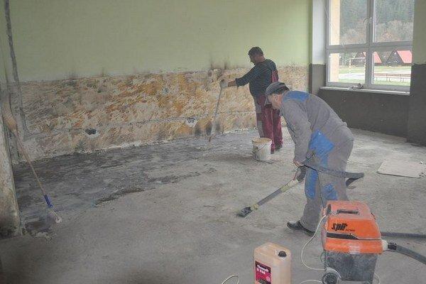 Žiaci budú môcť využívať obnovené priestory školy.