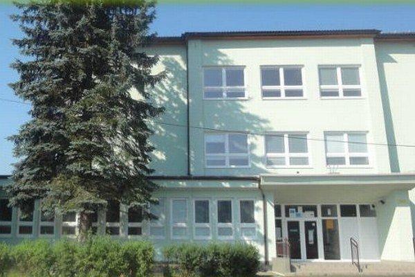 Základná škola Milana Mravca v Rakovej.
