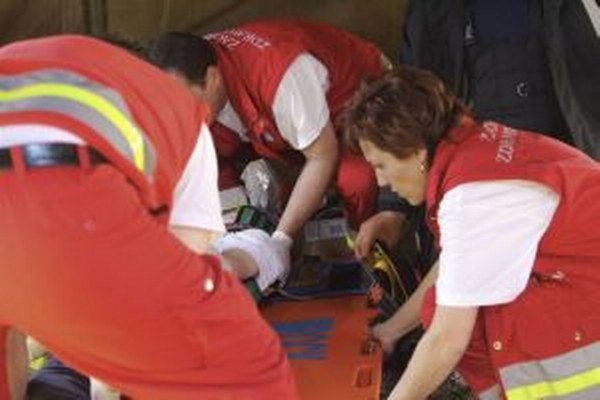 Dievča primárne na mieste nehody ošetrili pozemní záchranári