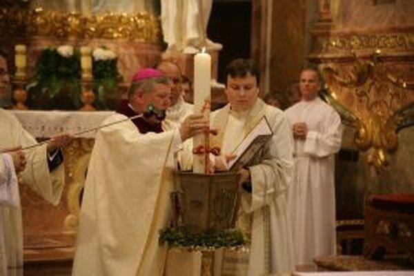 Do biskupského mesta prídu dnes kňazi z celej diecézy na takzvanú Omšu olejov.