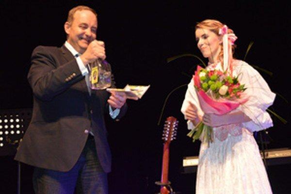 Milan Gura pokrstil šieste CD Vlasty Mudríkovej.