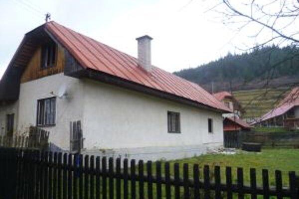 Pri požiari rodinného domu vo Vychylovke vznikla škoda vo výške 2-tisíc eur.