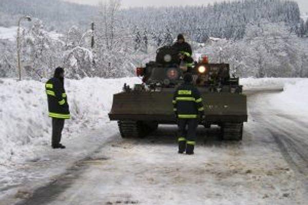 Nasadenie techniky VT-55 M pri snehovej kalamite na Kysuciach.