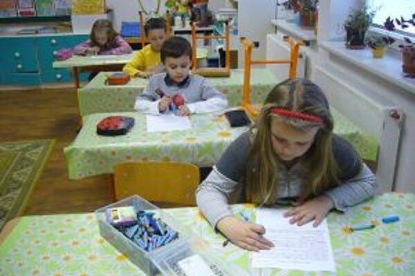 Žákladná škola v Zborove nad Bystricou ostáva zatiaľ otvorená.