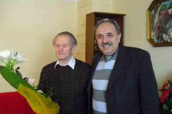 K okrúhlemu jubileu prišiel Jánovi Kasajovi zablahoželať aj primátor Krásna Jozef Grapa.