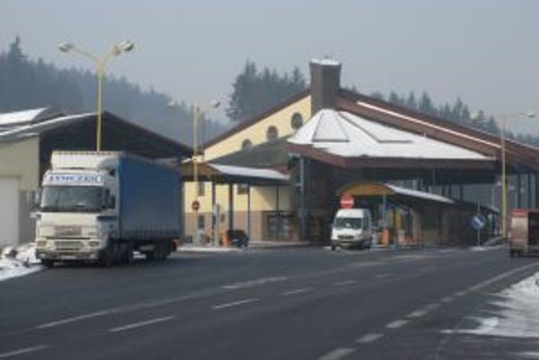 NDS momentálne rieši a zabezpečuje projektovú dokumentáciu technického riešenia celého hraničného priechodu vo Svrčinovci.