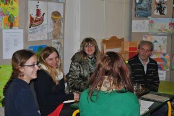 Na stretnutí so spisovateľom sa začínajúci autori zaujímali aj o podstatu tvorivého písania.