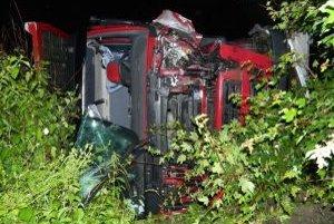 Pri nehode k zraneniu osôb nedošlo. Alkohol u vodičov nezistili, škodu predbežne vyčíslili na 190-tisíc eur.