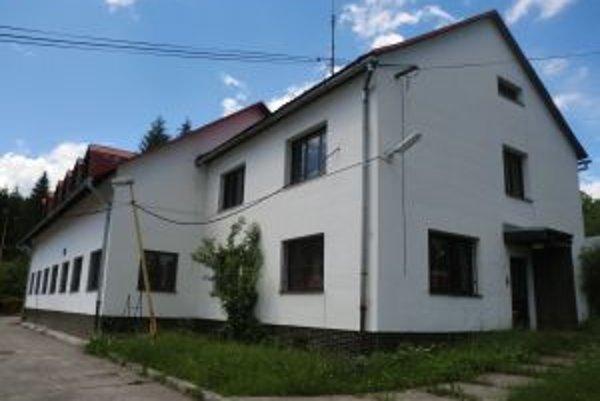 Budova bývalého KR PZ vo Vrchpredmieri v Klokočove. Na jej rekonštrukciu by chceli využiť eurofondy.