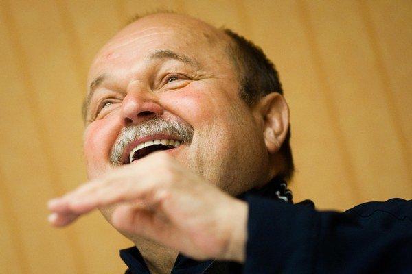 Jozef Bednárik (17. 9. 1947 – 22. 8. 2013) vyštudoval herectvo na VŠMU a začínal v Divadle Andreja Bagara v Nitre. Koncom 80. rokov začal režírovať. Od roku 1990 uvádzal muzikály na Novej scéne v Bratislave, neskôr aj v Prahe.