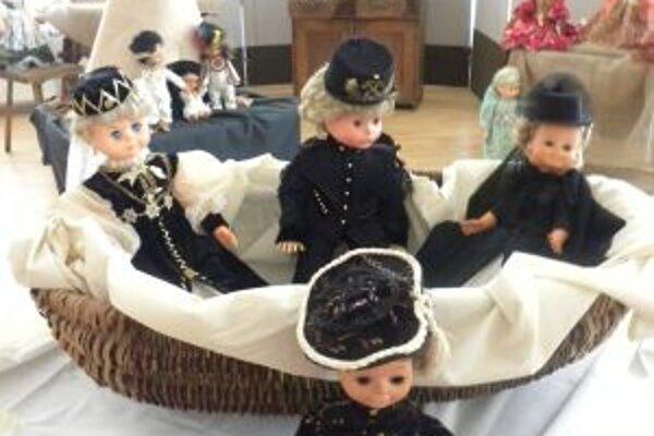 Výstavné priestory Kysuckého múzea v Čadci zdobia bábiky a rozprávkové bytosti.