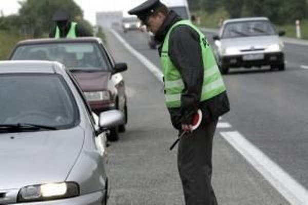 Návrh novely  zákona o cestnej premávke počíta so znížením pokút pre motoristov za bežné priestupky.