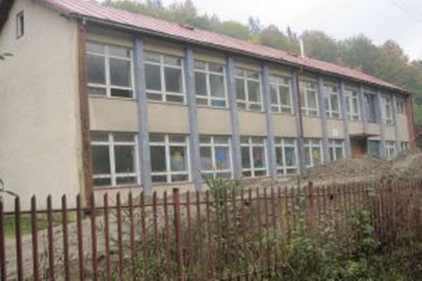 Obec chcela budovu starej školy prerobiť na byty.